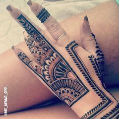 "9,359 Likes, 32 Comments - ✨ Daily Henna Inspiration ✨ (@hennainspo_) on Instagram: ""unique layout! // by @me_henna_spb  . . #henna #mehndi #whitehenna #wakeupandmakeup #zentangle…"""