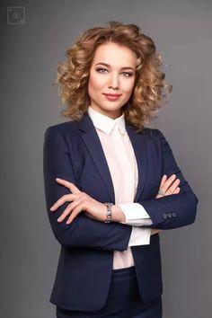 Business Portrait, Corporate Portrait, Business Headshots, Corporate Headshots, Headshot Poses, Portrait Poses, Female Portrait, Senior Portraits, Portrait Lighting