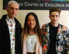 David Delfín y Pelayo Díaz con Kendy Zang, colaboradora de El Armario de Pandora