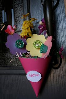 May Day Baskets- fun craft to do with children.- England (World Heritage badge). Hang on neighbors door as a gesture of neighborly love!