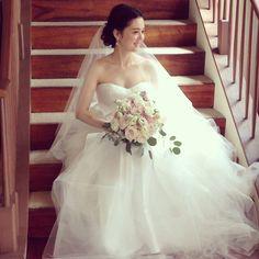 ハワイウエディングのヘアメイクお手伝いいたします! wedding hairstyle makeup hawaii ウェディング ヘアメイク ウエディング ヘアーメイク ハワイ 結婚式 ヘアスタイル 髪型 Wedding Veils, Wedding Dresses, Hawaii Wedding, Weeding, Wedding Styles, Wedding Hairstyles, Hair Makeup, Bridal, Artist