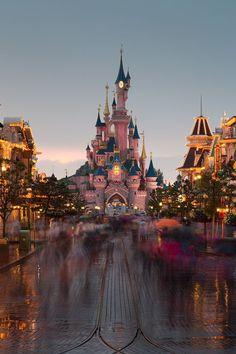 Disney Castle at Disneyland Disney Dream, Cute Disney, Disney Magic, Disney Art, Walt Disney World, Disney Pixar, Disney Land Florida, Disney Theme, Disneyland Paris