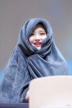 South Korean Girls, Korean Girl Groups, Nct, Kpop Girl Bands, Yuehua Entertainment, Fandom, Woman Crush, Ulzzang Girl, Girl Photos