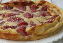 Weight watcher meals 667306869775423600 - Clafoutis aux Fraises et au Fromage Blanc WW Source by thierrypinon Ww Desserts, Weight Watchers Desserts, Tart Recipes, Cheese Recipes, Coffee Latte Art, Crockpot, Desert Recipes, Deserts, Food And Drink