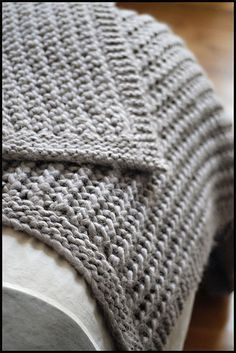 Chunky knit merino throw/blanket - free pattern