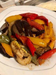 Πεντανόστιμη σαλάτα με ψητά λαχανικά, μανιτάρια και σως βαλσάμικο.   Υλικά   2 κολοκυθάκια μέτρια   2 κίτρινες πιπεριές   2 κ...