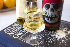 Bardzo aromatyczny i mocny alkohol, świetna baza do drinków.