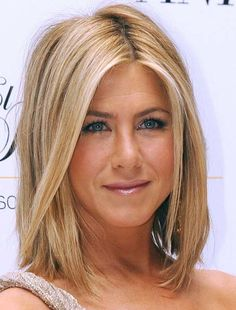 Jennifer Aniston medium bob with blonde highlights @Sarah Young you would look perfect with this hair just sayyinnnnn