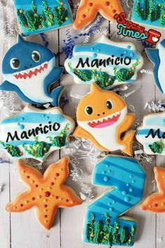 Adorable Baby Shark Cookies for Kids Birthday Party Basic Cookies, Cookies For Kids, Shark Cake Pops, 2nd Birthday Party Themes, Baby Birthday, Shark Party Decorations, Shark Cookies, Yellow Cupcakes, Shark Party Supplies