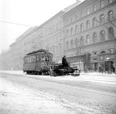 1960. VI. ker. Jobbra a Teréz krt. 25. volt Lenin körút 79  a Nyugati Pályaudvar felé