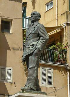 Statua di Luigi Pirandello - Porto Empedocle, Agrigento