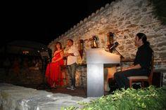 'Ολοι οι δρόμοι χθες βράδυ οδηγούσαν στην Παναγία,στους κήπους της οικίας του Μεχμέτ Αλή.Ο γνωστός μουσικοσυνθέτης Θοδωρής Οικονόμου και η δημοσιογράφος Μαρία Χούκλη μάγεψαν το κοινό με τις εξαιρετικές ερμηνείες τους σε μία βραδιά αφιερωμένη στην ποίηση του Κ.Π. Καβάφη. Χρώματα και αρώματα, ήχοι και στίχοι πλημμύρισαν μοναδικά τον πανέμορφο αυτό χώρο. Concert, Painting, Art, Art Background, Painting Art, Kunst, Concerts, Paintings, Performing Arts