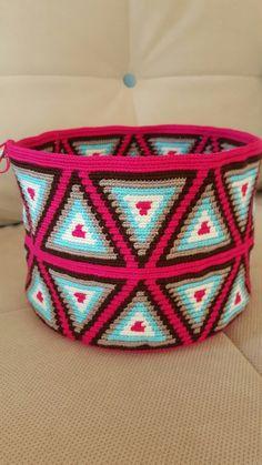 Yeni bir wayuu yeni bir yolculuk instegramda İpinHayalYolculuğu sayfama davetlisiniz Crochet Home, Cute Crochet, Knit Crochet, Crotchet Bags, Knitted Bags, Tapestry Bag, Tapestry Crochet, Diy Crochet Basket, Mochila Crochet