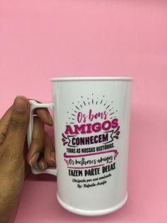 #canecapersonalizada #canecaspersonalizadas #evento #aniversario #amigas #canecacriativa #evento #lembrancinha #brinde #formatura #medicina #odontologia #direito Copo Drink, Mug Ideas, Personalized Mugs, Favors, Root Beer, Medicine