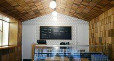 Honeycomb feature wall. Mussubi Japanese cuisine by Studio Janréji, Paris hotels and restaurants