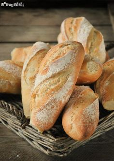 The (Genuine) French Baguette Mini baguette (in Spanish with translator) Bread Machine Recipes, Bread Recipes, Cooking Recipes, Pan Bread, Bread Baking, Bread Shop, Zuchinni Recipes, French Baguette, Pan Dulce