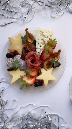 Charcuterie Gifts, Charcuterie Recipes, Charcuterie Platter, Charcuterie And Cheese Board, Cheese Boards, Cold Appetizers, Appetizers For Party, Appetizer Recipes, Party Food Platters
