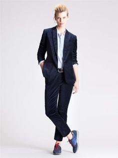 Silhouette Cyrillus AH 2014-15   tailleur pantalon en velours ras marine et  baskets b7bfe6a1d129
