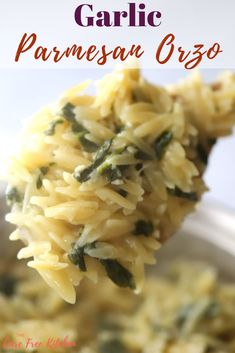 This garlic parmesan orzo is a delicious and easy side dish. It's made with orzo pasta, spinach, garlic, and parmesan cheese. It's quick to throw together and can be ready in just 20 minutes. Side Dishes For Salmon, Steak Side Dishes, Side Dishes For Chicken, Pasta Side Dishes, Pasta Sides, Healthy Side Dishes, Side Dishes Easy, Food Dishes, Salmon Sides