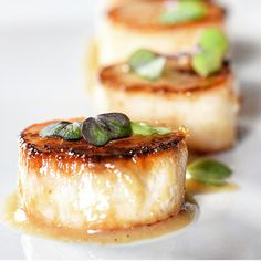 Miso Marinated Vegan Scallops - Sustainability Tips and Vegan Recipes King Oyster Mushroom Recipe, King Mushroom, Mushroom Recipes, Mushroom Hunting, Vegan Foods, Vegan Dishes, Vegan Vegetarian, Vegan Recipes, Cooking Recipes