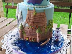 Another Frozen cake - Arendelle kingdom and the princesses... - Cake by Bistra Dean