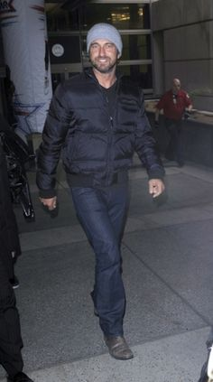 Gerard Butler #airport #celebrity #style #fashion #actor #travel #looks