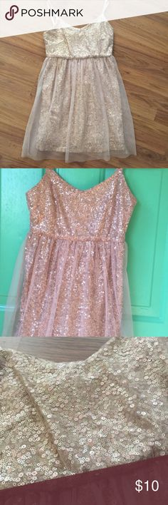 """✨ Gold Sequined Tunic This tunic is absolutely gorgeous! It is perfect for the fall and upcoming holiday seasons! 😍 It has adjustable straps and zips up the side. The tunic is fully lined and has nude colored chiffon over the sequined material. The tunic is in great condition, no flaws. Measurements from top part of chest is 25"""", 15 1/2"""" armpit to armpit (laying flat), waist is 14"""" laying flat (has elastic to stretch some). Let me know if you have questions! Irreplaceable  Tops Tunics"""