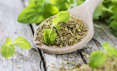 Oregano ist eine aromatische und sehr heilkräftige Pflanze, die aus der Bergwelt der Mittelmeerländer stammt. Oregano zählt zu den kraftvollsten Kräutern und den wirkungsvollsten natürlichen Antibiotika, die jemals untersucht wurden.