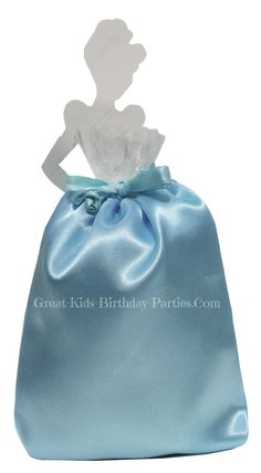 Looking for unique Disney Princess Party Favors?  Our creative DIY Disney Princess Favor Bags are sure to delight your guests.  These party supplies are fun, easy to make and cost pennies to make.