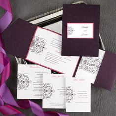 This stunning color combination mixed with avant-garde flourishes creates an electrifying combination. Add enclosure cards to make this pocket ensemble complete.