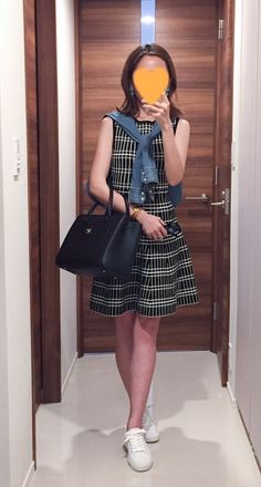 - Dress: ZARA - Denim shirt: H&M - Bag: CHANEL - Shoes: Spring Court