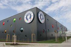4000m2 BRUCHAPaneele in RAL 7016 in Ingolstadt/DE. Architecture Design, Sidewalk, Ingolstadt, Guys, Architecture, Windows, Steel, Kids, Walkway