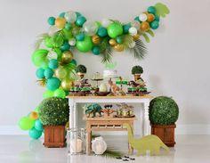 Dino party theme, gorgeous balloon garland, and greenery. Safari Birthday Party, 3rd Birthday Parties, Birthday Party Decorations, Dinasour Birthday, Dinosaur Balloons, Partys, Balloon Garland, Party Ideas, Ideas Decoración
