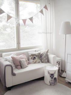 kinderkamer grijs, wit en zacht roze