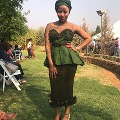 📸 || @tswelelomholo  #tswanafied #leteisi #seshweshwe #ankara #chitenge #jeremane #germanprint #shweshwe #seshoeshoe #sothotswana #tswanabride #traditionalwear #culturalwear #fashion #fashionandtradition #fashionandtraditionmeets #membeso #kgoroso Ankara Tops, African Fashion, African Beauty, African Design, African Attire, Traditional Wedding, Wedding Bells, Strapless Dress, Wedding Dresses