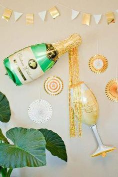 Bachelorette party decorations - oversized champagne bottle balloons tekst Pop the Champagne! Champagne Birthday, Champagne Party, Bachelorette Party Shirts, Bachelorette Party Decorations, Bachelorette Ideas, Party Favors, Champagne Balloons, Champagne Bottles, Silvester Party