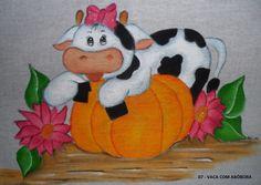 Sugestão de Cores:     Vaca: Branco, cinza lunar e preto.   Laços e flores: Rosa Chá, purpura e branco.     Folhas: Verde Musg...