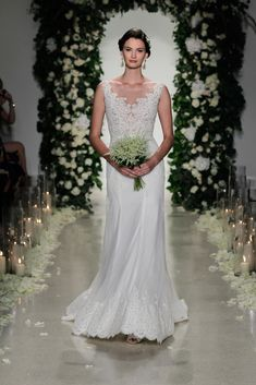 See the complete Anne Barge Bridal Fall 2016 collection.