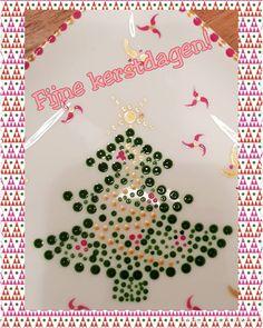 Iedereen fijne kerstdagen!  #kerst #kerstsfeerinhuis  #stippen #stipstijlvirus #stippenopporselein #stipstijlverslaafd Creative, Cards, Instagram, Crafting, Maps, Playing Cards