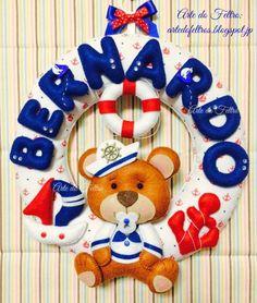 Guirlanda do Bernardo. Baby Crafts, Felt Crafts, Diy And Crafts, Felt Angel, Felt Wreath, Handmade Baby Gifts, Nautical Party, Felt Baby, Felt Fabric