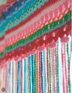 Je kan een vliegengordijn maken met schelpen, kralen of plastic flesdoppen en ….. je kan een vliegengordijn haken. Werkuitleg hoe vliegengordijn haken Neem de maat op van...