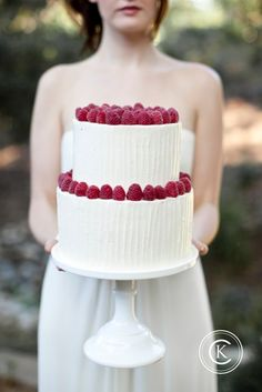 i Like: The white vertical icing. The raspberries on top of both layers. (Idea: This would be cute for a white chocolate, lemon raspberry cake.)