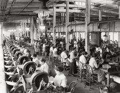 American women making Browning machine guns during WW1. 1918-19 - general view of polishing shop Winchester Repeating Arms Co. New Haven Connecticut [1920x1495]