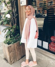 Hijab + Pink and Creme + Furry Slippers (sauf.etc) Hijab + Pink and Creme + Furry Slippers (sauf. Hijab Fashion Summer, Modern Hijab Fashion, Street Hijab Fashion, Hijab Fashion Inspiration, Muslim Fashion, Modest Fashion, Fashion Outfits, Pink Fashion, Hijab Fashionista
