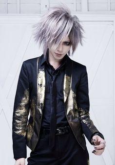 Tsurugi (Sadie) Visual Kei, Sadie, Style Me, Hair Cuts, Bomber Jacket, Leather Jacket, Punk, Actors, Stylish