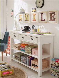 Anrichte, weiß Diese Anrichte bietet reichlich Stauraum. In den drei Schubladen können kleinere Gegenstände untergebracht werden, und auf de...