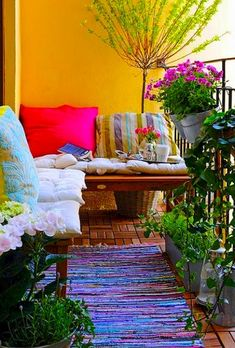 Awesome 80 Small Balcony Furniture and Decor Ideas https://idecorgram.com/2298-80-small-balcony-furniture-decor-ideas