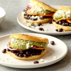 Arepas with Carnitas and Sweet Potatoes Arepas – fried cornmeal pockets stuffed with all the fillings you could ever want, Gourmet Recipes, Mexican Food Recipes, Cooking Recipes, Tiphero Recipes, Venezuelan Food, Venezuelan Recipes, Colombian Food, Colombian Arepas, Good Food