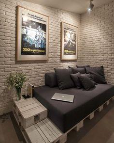 """852 curtidas, 6 comentários - DIY Home (@diyhomebr) no Instagram: """"Sofá-cama de pallets e parede de tijolinhos pintados de branco. Fonte: Planete Deco #decor…"""""""