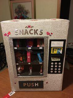 Valentine vending machine 2017 Valentine Boxes For School, Valentines Day Party, Valentine Crafts, Be My Valentine, Valentinstag Party, Vending Machine Diy, Cardboard Crafts Kids, Fun Crafts, Crafts For Kids